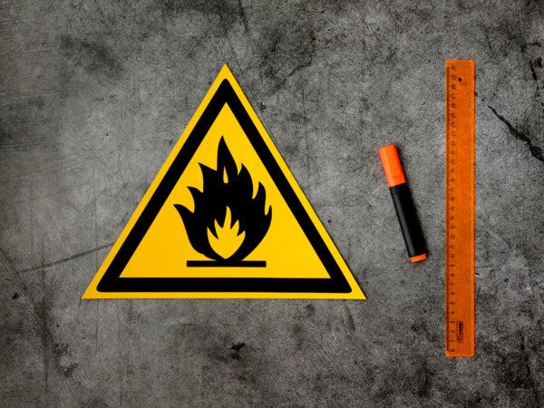 Табличка пожароопасно легковоспламеняющиеся вещества купить