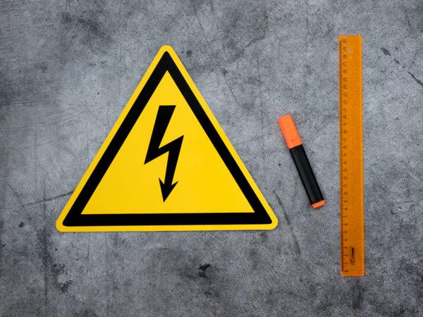 Табличка осторожно электрическое напряжение купить