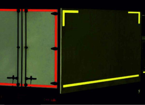 Светоотражающие полосы на фургоны